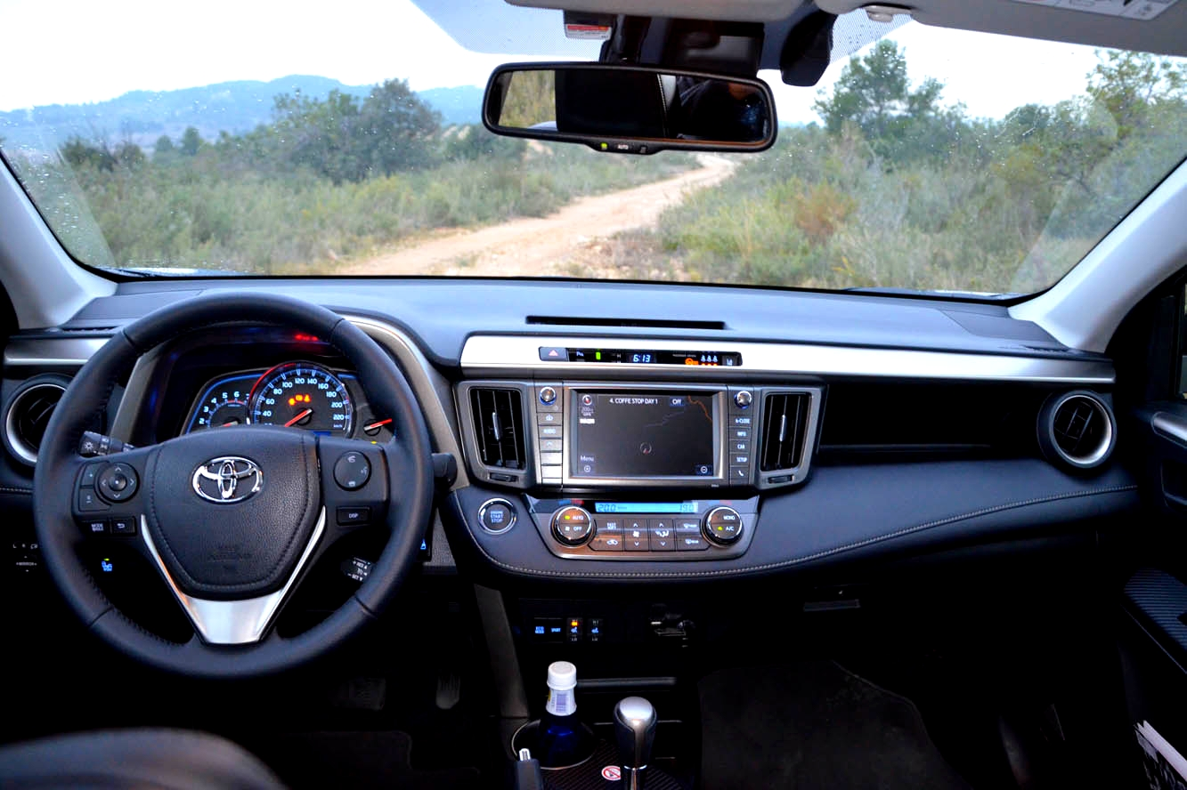 2014 toyota corolla sedan 4d le i4 prices values for Interieur 2015