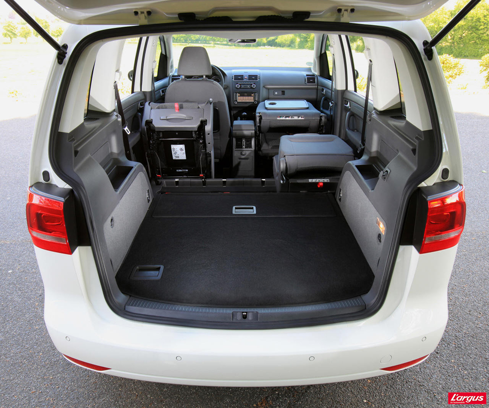 volkswagen touran highline 7 places 2 0 tdi. Black Bedroom Furniture Sets. Home Design Ideas
